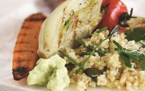 Grillede grøntsager i bulgursalat