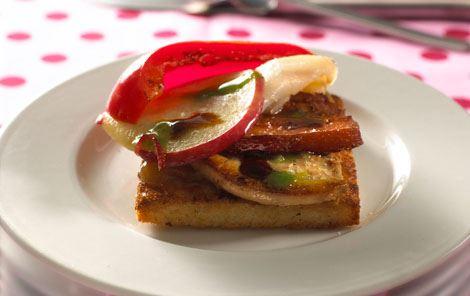 Toast med røget fisk og foie gras