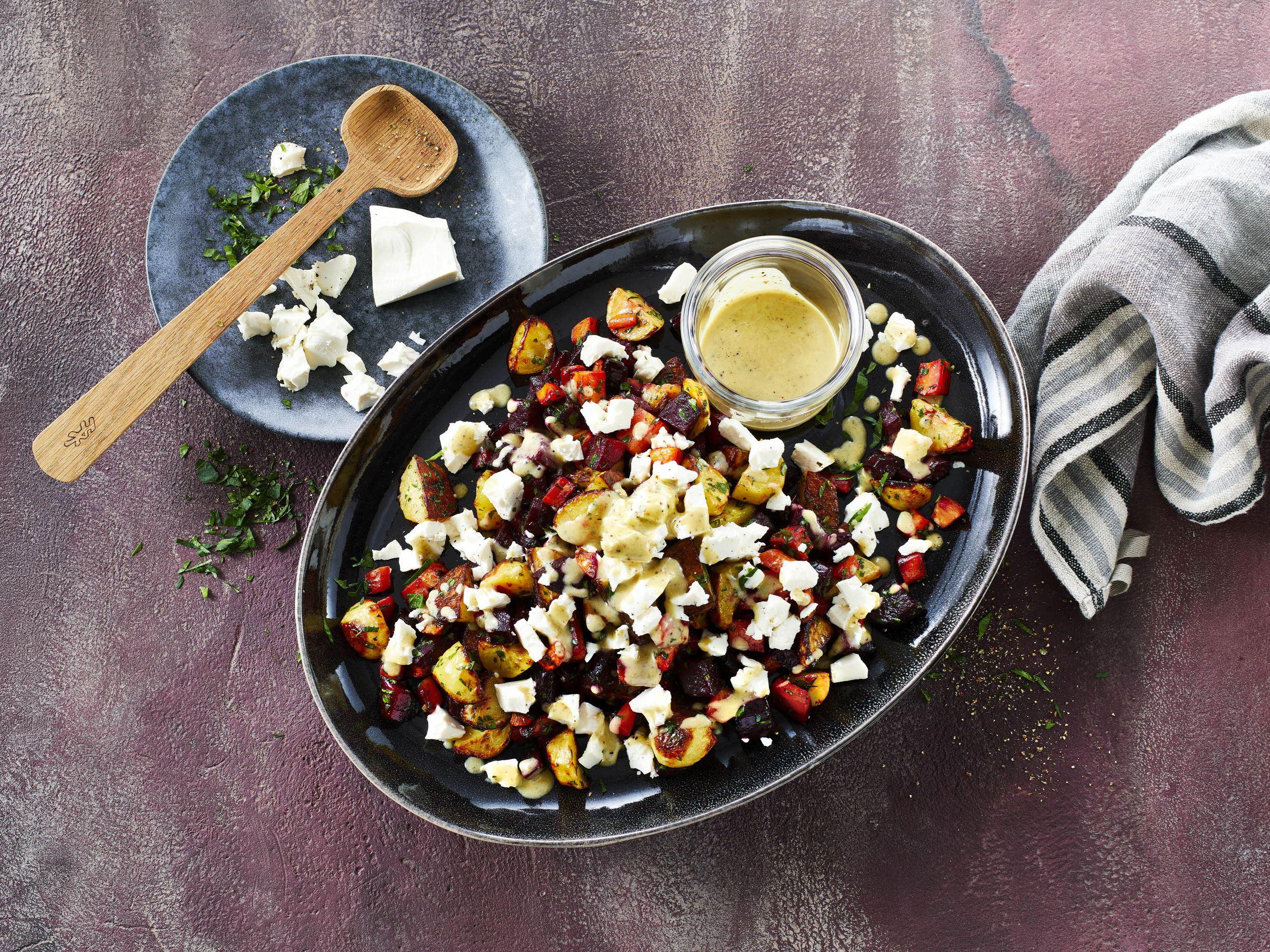 Bagt rodfrugtsalat med queso fresco
