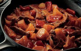 Krydrede oksekødsstrimler med grøntsager