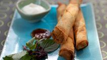 Sprøde ruller med vildt og thaibasilikum