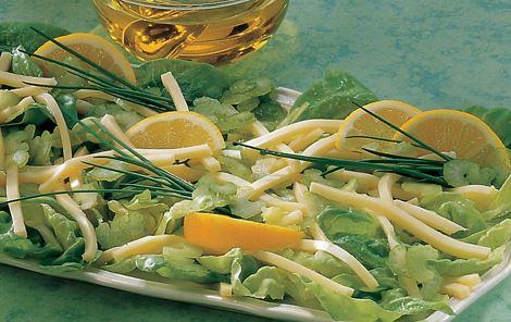 Salat med olivenolie og ost