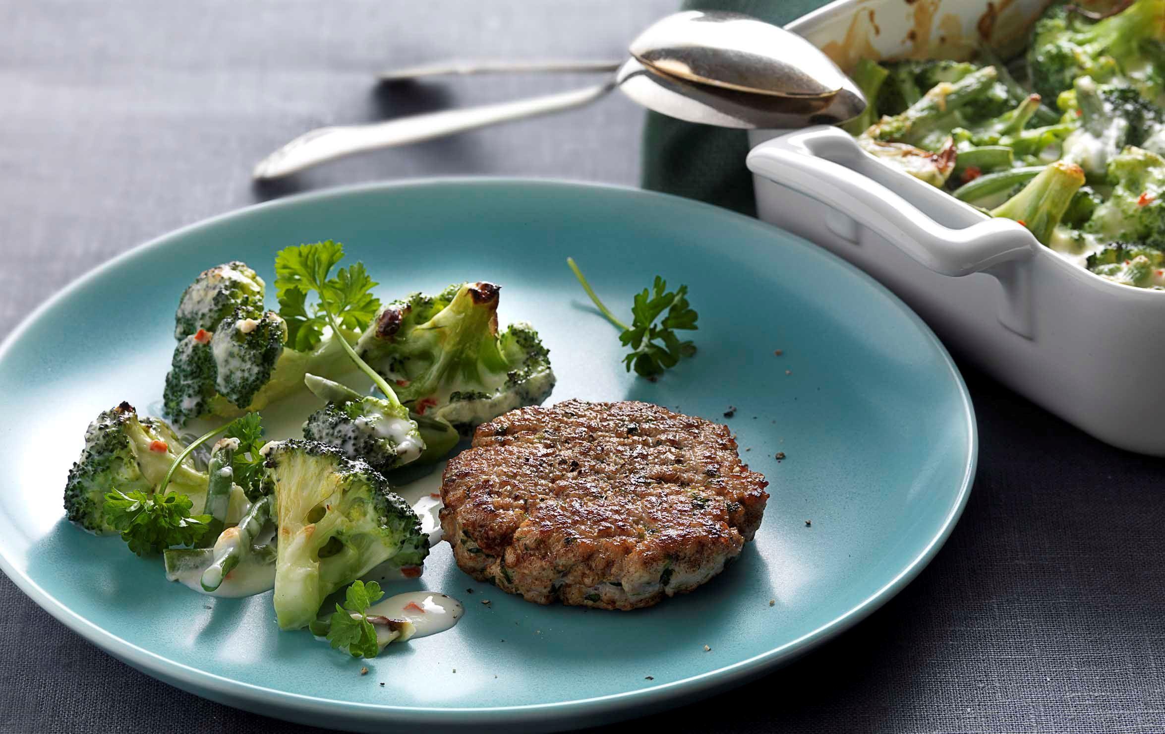 Karbonader og ostegratineret broccoli