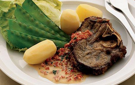 Lammeschnitzler med peberfrugtsauce