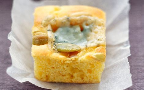 Mini majsbrød med blåskimmelost