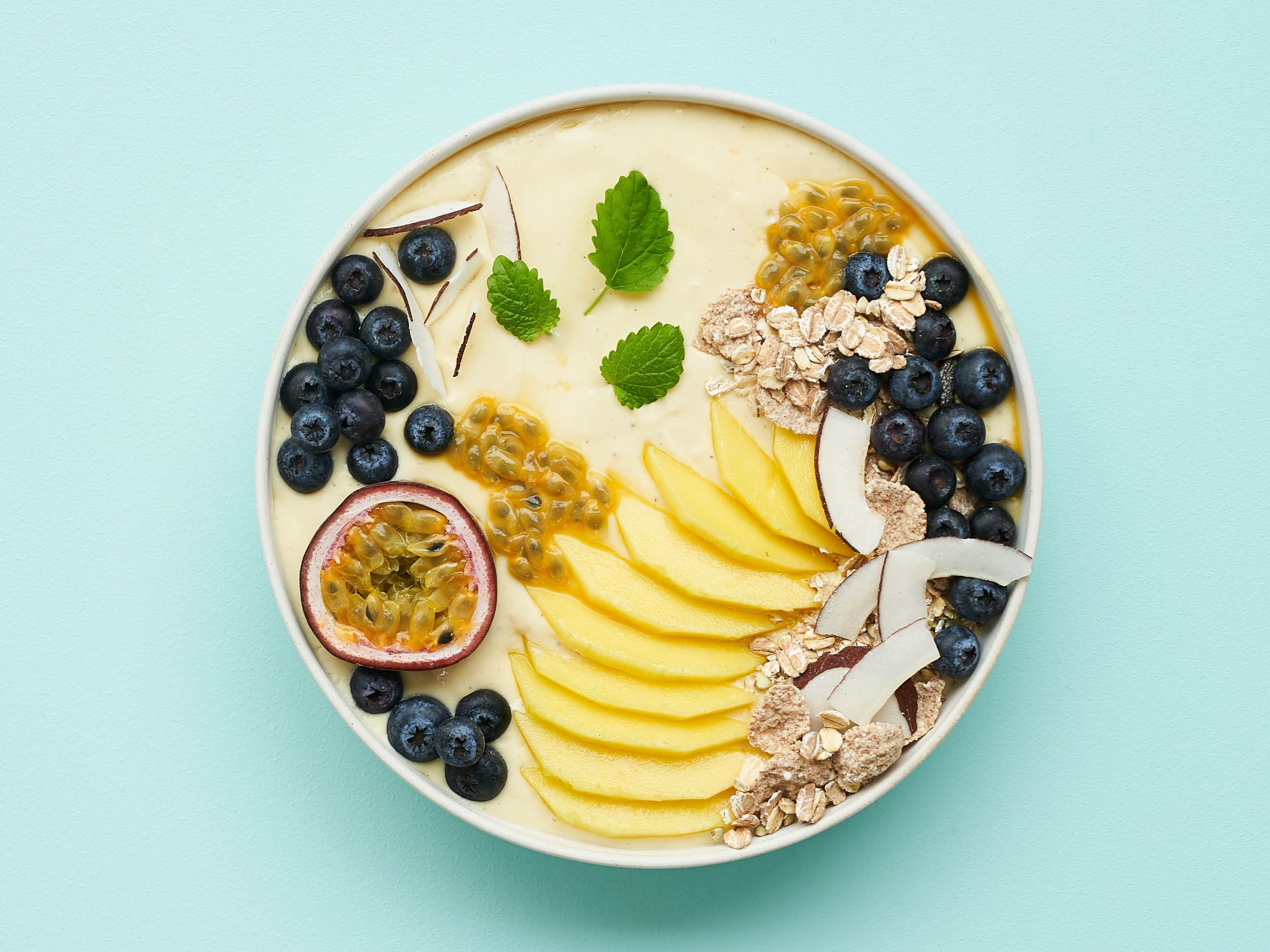 Smoothie bowl med mango og kokos