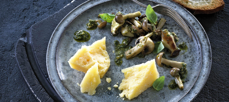 Pesto-marinerede svampe til ost