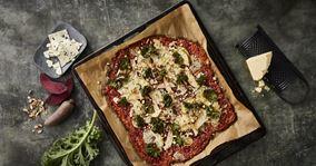 Rødbedepizza med grønkålschips