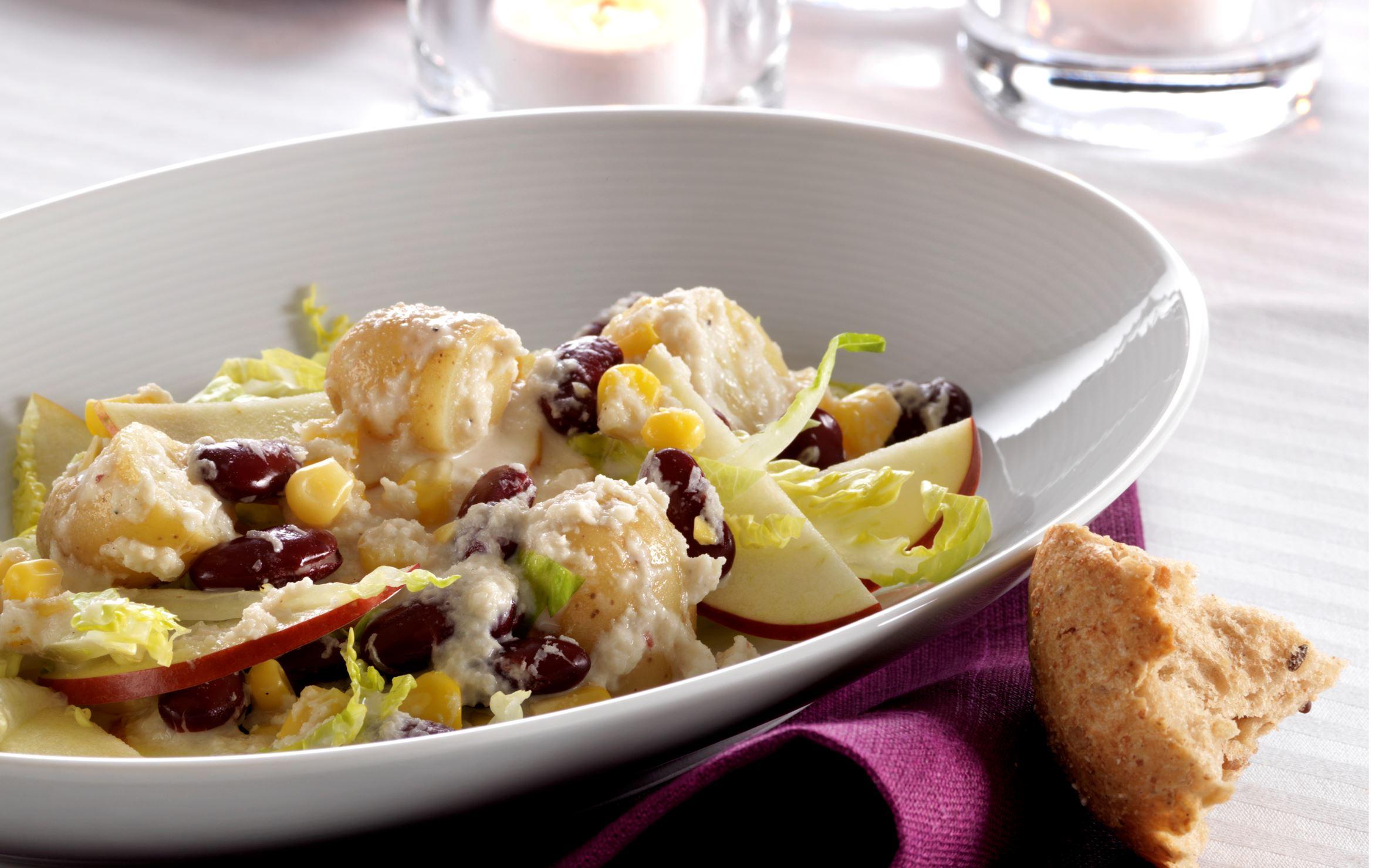 Lun salat med kartofler og æbler