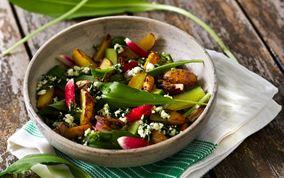 Salat med ramsløgsgremolata