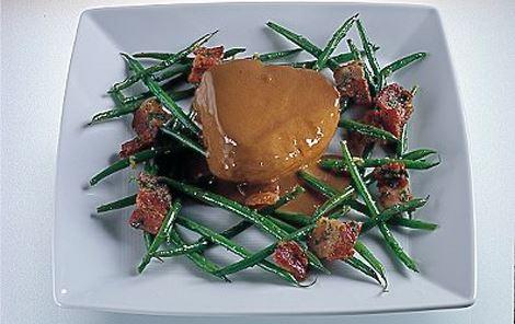 Struds med hvidløgsbønner og rødvinssauce