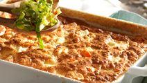 Grøntsagsgratin og ristet rugbrød