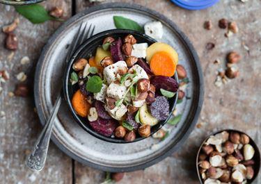 Gulerodssalat med hasselnødder