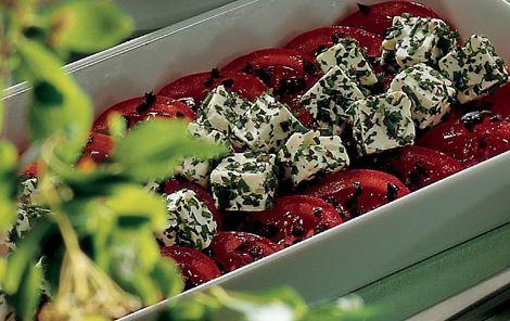 Tomatsalat med krydret ost