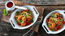 Grøntsagsspaghetti med kødboller