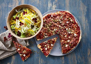 Pizza med skinke, chili og oliven