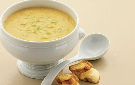 Grøntsagssuppe med ostebrød