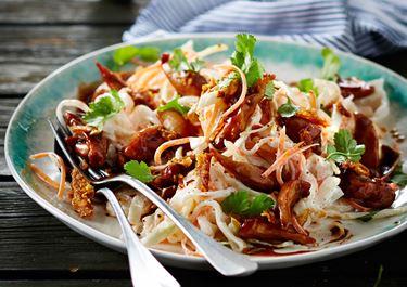 Kålsalat med kylling i hoisinsauce