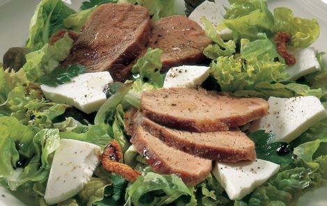 Salat med ost og andebryst