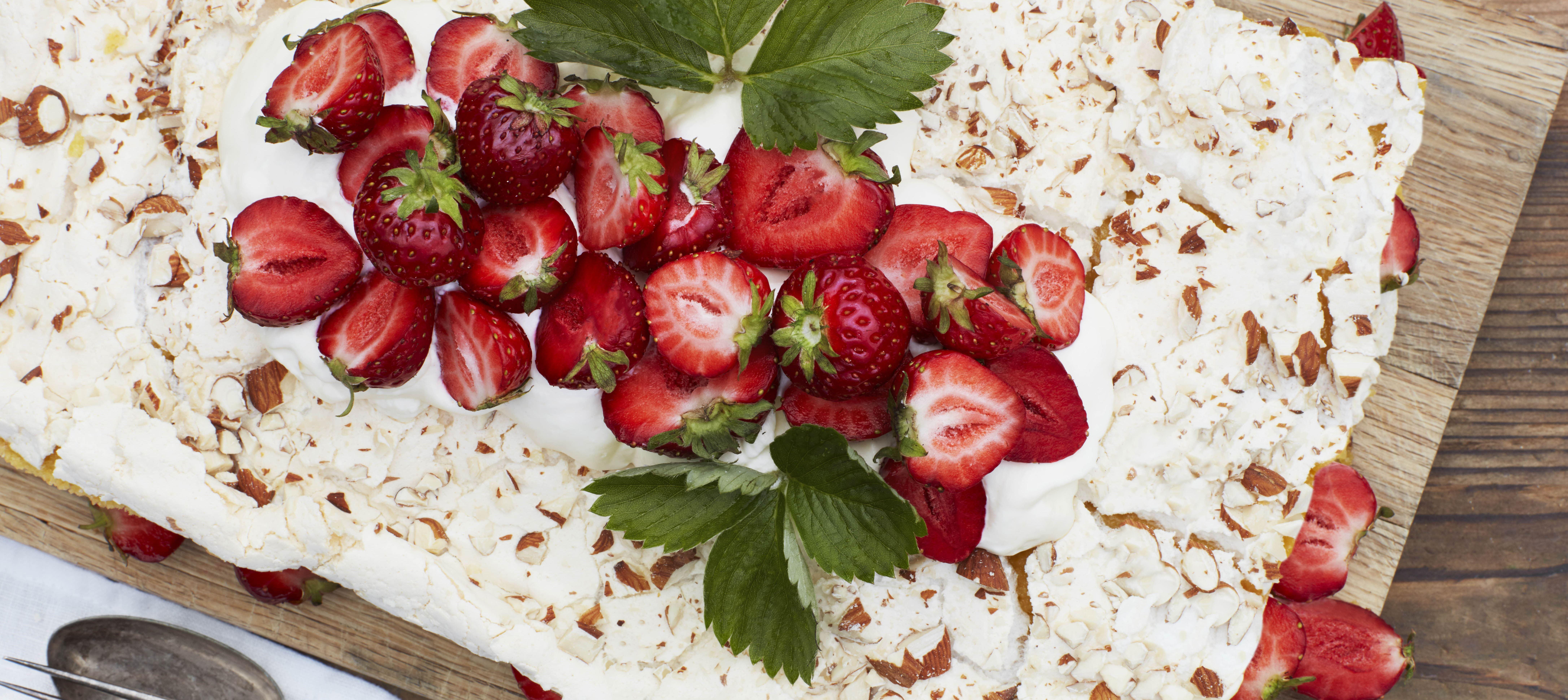 Marengskage med jordbær