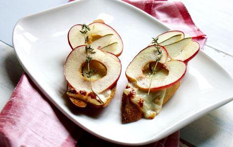 Bruschetta med ost, frugt & honning