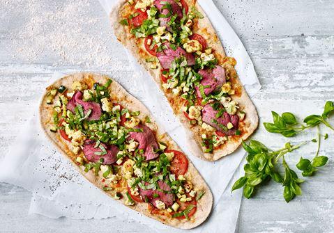 Grov speltpizza med roastbeef, blomkål og squash