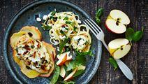 Kylling med pinjetop og æblebund