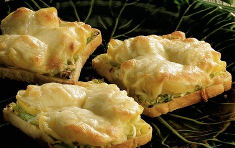 Varme ostebrød med kartofler