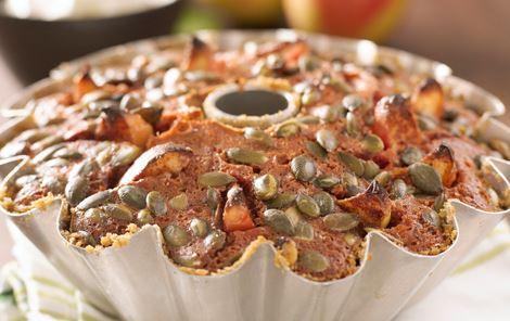 Rødbedekage med æbler