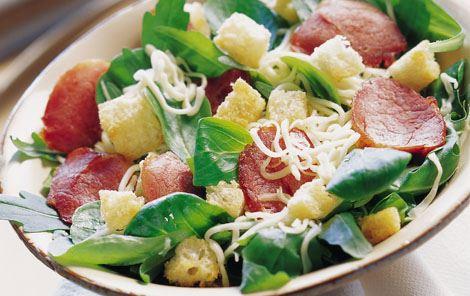 Salat med ost og røget mørbrad