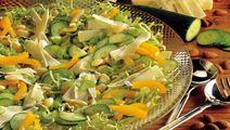 Salat med ost og gul peberfrugt