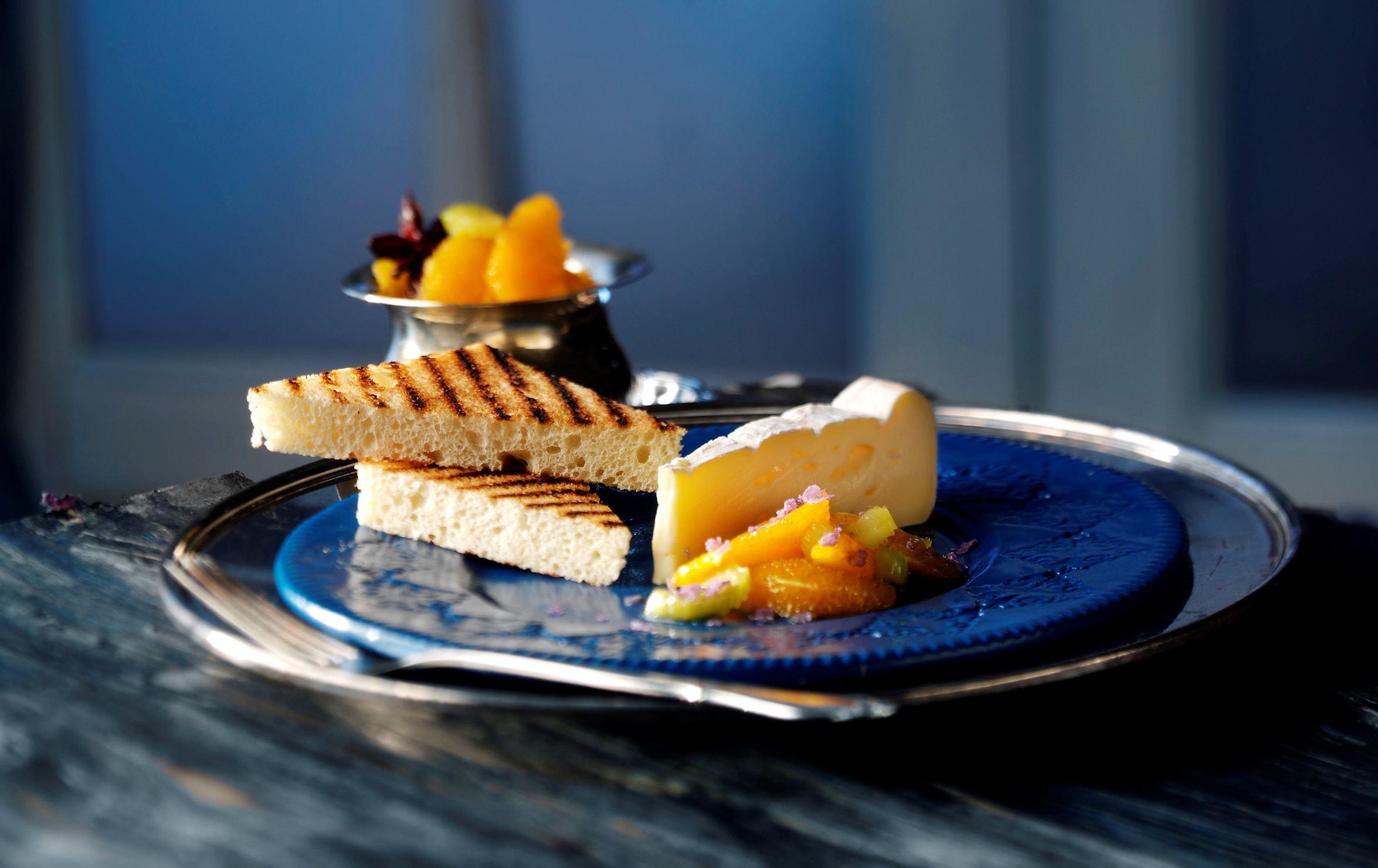 Appelsinkompot med stjerneanis til ost