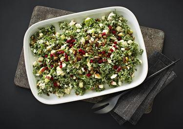 Salat med grønkål, æbler og tyttebær