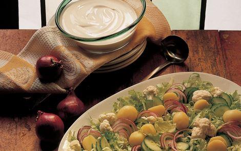 Salat med sur-sød dressing