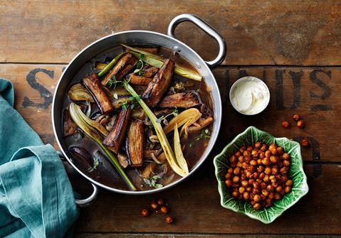 Auberginegryde med fennikel og ristede kikærter