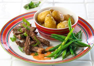 Små bagte kartofler og wokstrimler