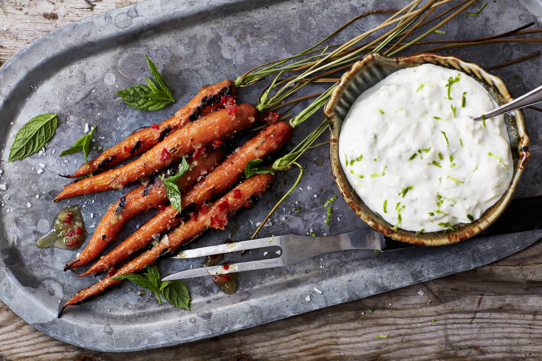 Grillede gulerødder med honningglaze og ostecreme