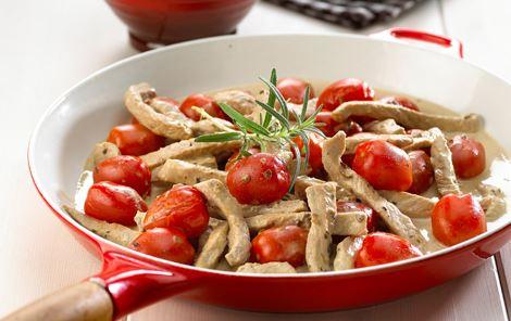 Pande med skinkestrimler og tomat