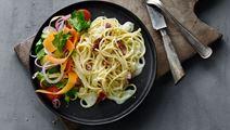 Spaghetti carbonara og salat