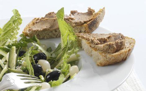 Ristet brød med kyllingelevermousse