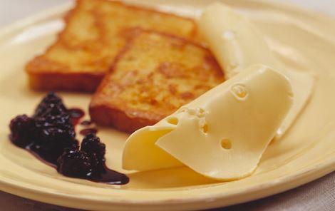 Fransk toast med ost og blåbærkompot