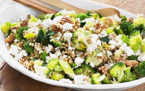 Lun oste- og broccolisalat