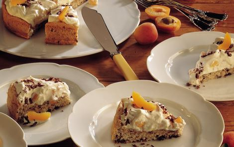 Chokoladekage med abrikosfyld