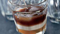 Iskaffe med appelsinsirup