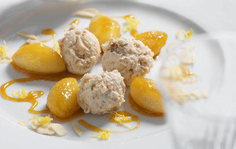 Honningglaserede æbler med mandelparfait