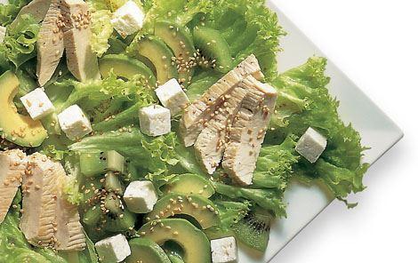 Frokostsalat med kalkun og kiwi