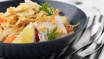 Ingefærkrydret fisk og grøntsagspasta