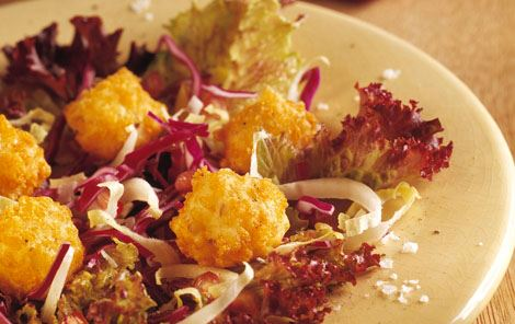 Salat med osteboller