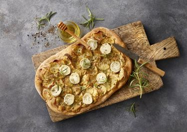 Kartoffelpizza med gedeost