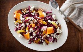 Rødkålssalat med appelsin, valnød og salatost